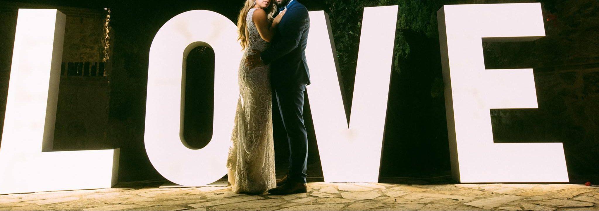 φωτιζόμενα γράμματα & λευκές καρδιές εκδηλώσεων, δεξιώσεων γάμου από την EKDILOSIS event production