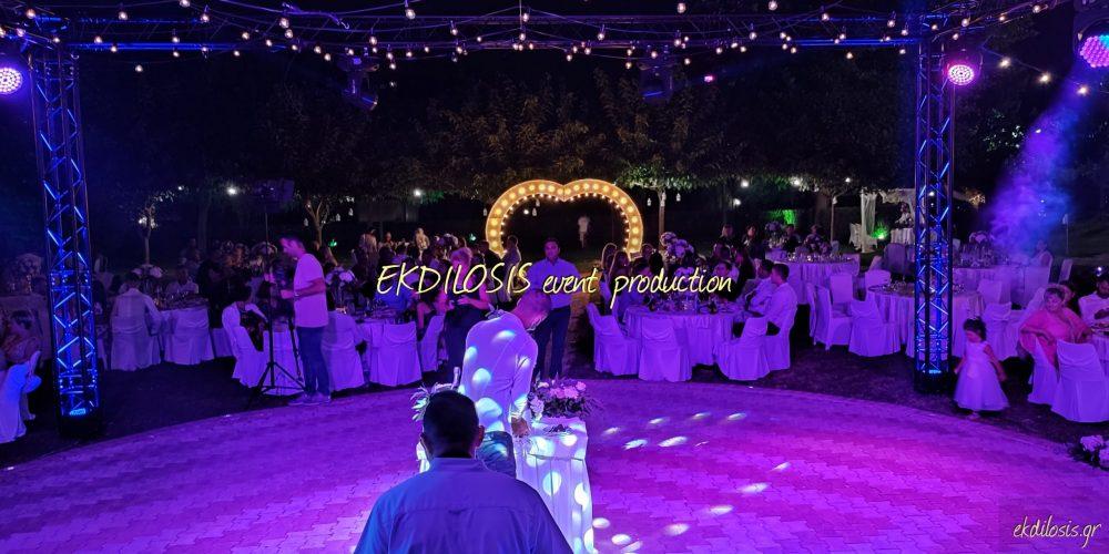 φωτισμός γάμου με φωτιζόμενα γράμματα